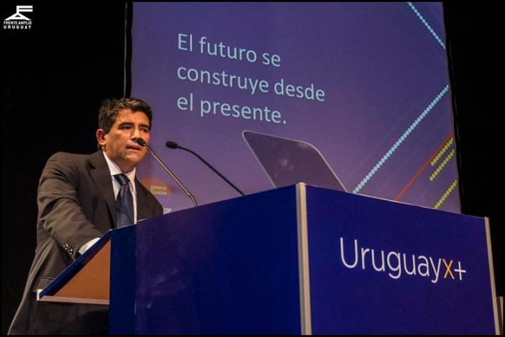 Raúl Sendic encabeza UruguayxMás. Foto: Frente Amplio.