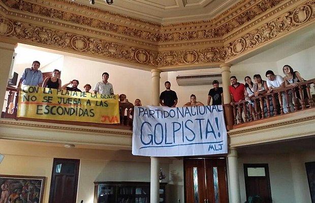 Manifestaciones dentro de la Junta Departamental de Paysandú. Foto: La República.