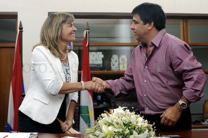 Adriana Peña deja el sillón municipal a Alfredo Villalba. Foto: Fernando Morán.