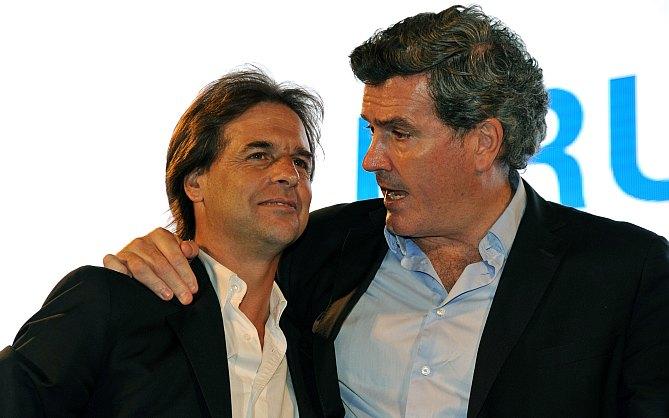Lacalle Pou recibe a Pedro Bordaberry la noche de la elección nacional de octubre de 2014. Foto: La República.