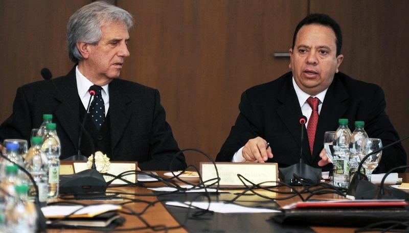 Presidente Tabaré Vázquez con el ministro venezolano de la Banca Pública, Rodolfo Marco Torres. Foto: Presidencia.