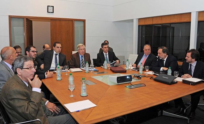Reunión entre el gobierno y los coordinadores de la bancada de la oposición. Foto: Presidencia de Uruguay.