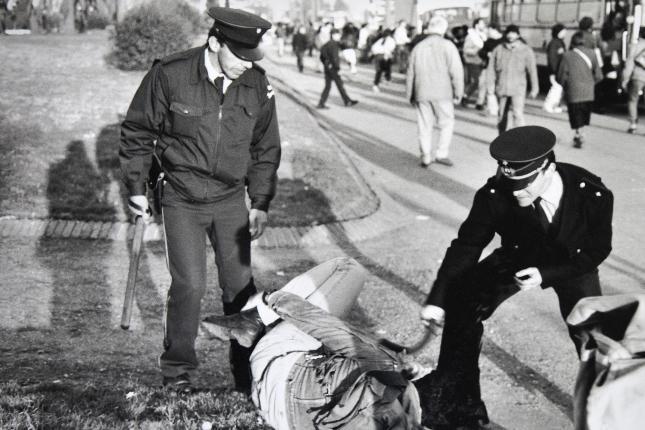 Represión de 1994 en el ex hospital Filtro. Foto: Archivo Intendencia de Montevideo.