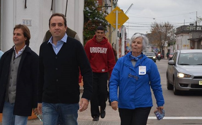Luis Lacalle Pou acompaña a Sebastián Andújar al circuito electoral en las elecciones municipales de 2015. Foto: Hoy Canelones.
