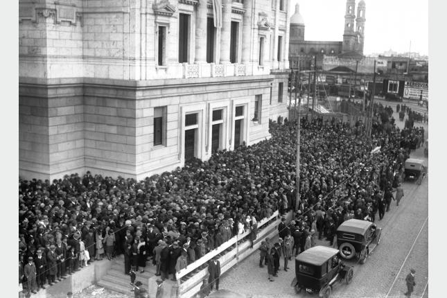 Inauguración del Palacio Legislativo, vista de la entrada a la Cámara de Diputados. Foto: CMF Montevideo.