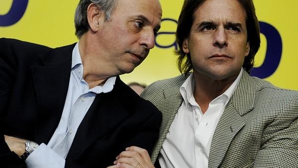 Senador blanco Javier García junto a líder de su sector, Luis Lacalle Pou.