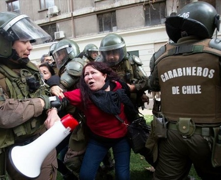 Carabineros reprimen marcha sindical en Chile. Foto: Hispan TV