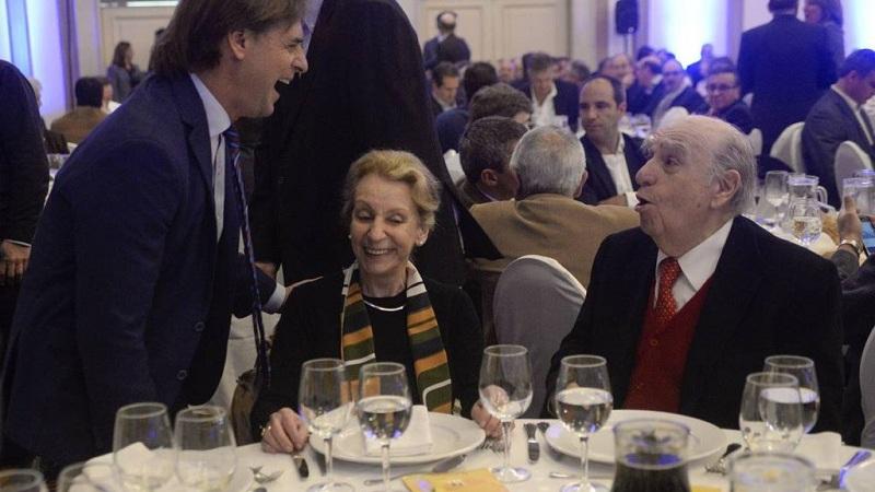 Luis Lacalle Pou, Marta Canessa y Julio María Sanguinetti